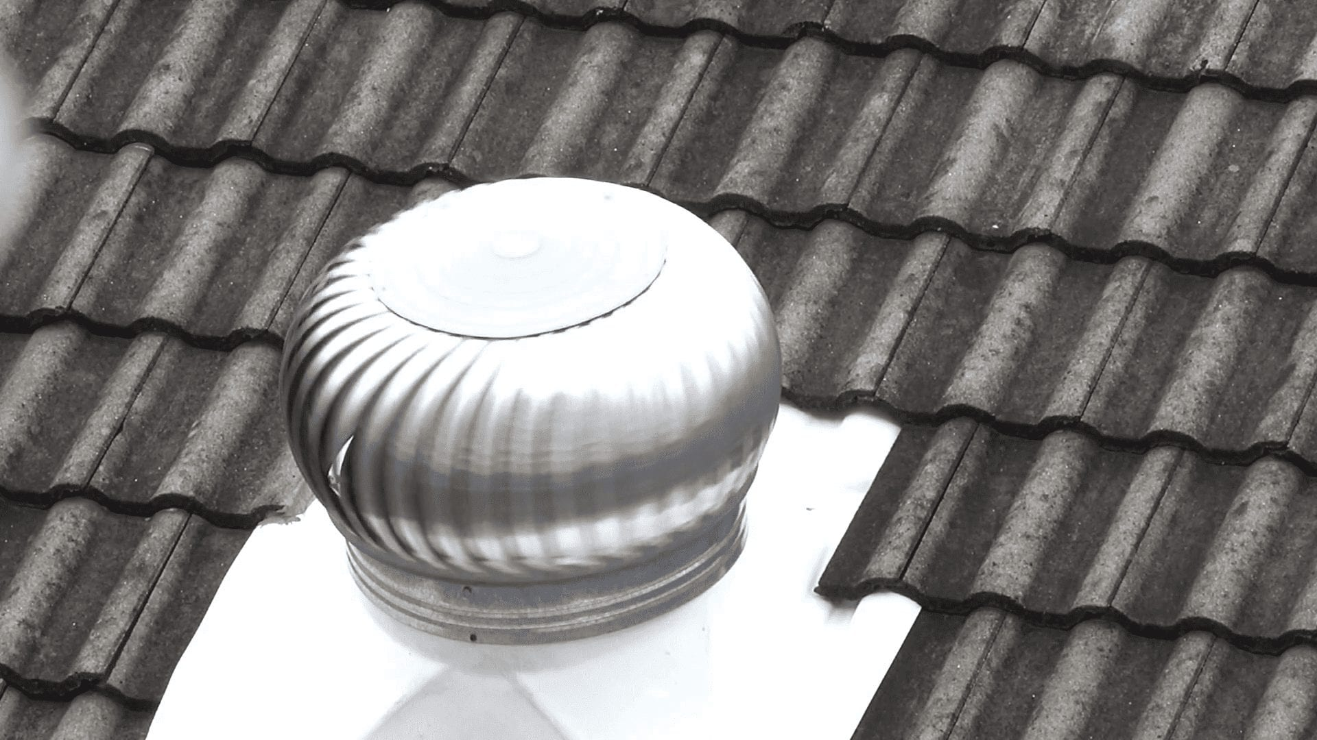 Should gable vents be closed in winter